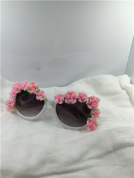 White Pink Mix Rose Flower Australia - Drop free shipping NEW quality summer round white frame pink rose flower clay flower UV400 plastic sunglasses 1