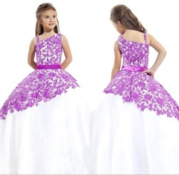 Barato Vestido De Bola De Renda Roxa-2018 New Purple White Little Grils Pageant Vestidos Arbic One Shoulder Lace Ball Gown Princesa Kid's Girl Girl Dresses com cinto BO9383