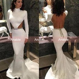 Sexo Satinado Blanco Baratos-Sex White Mermaid Prom Vestidos con mangas largas High Neck Side Cut Backless Gold Rebordear Sweep Train Satin Formal Evening Gowns
