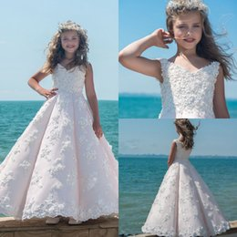 Barato Blush Crianças-Lovely Blush Pink Ball Gown Flower Girl Vestidos para casamento vintage Lace Applique V Neck Cheap Girls Pageant Vestidos Vestidos de festa de crianças