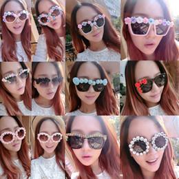 Discount sunglasses flower design - Ladies Flower Sunglasses Fashion Design Baroque Style Women Beach Sunblock Accessories Blinkers Party Focus Free Shippin