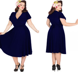 Robes De Bal De Thé Pas Cher-Vintage 1950's Style Plus Size Robes de soirée Rockabilly Navy Blue Audrey Hepburn Robe Swing V-Neck Longueur de thé Short Prom Evening Gowns