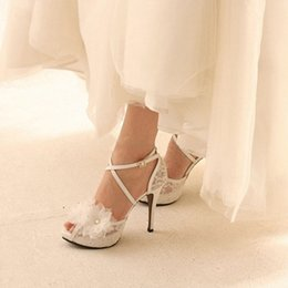 Wedding Shoes White Sandals Canada - White Lace Ankle Straps Wedding Shoes Handcraft Applique Women Bridal Pumps Evening Party Platforms Heels Sandals Prom Shoes