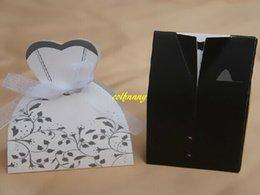 600pcs / lot (mariée 300pcs + marié 300pcs) Boîte de bonbons de mariage pour la mariée et le marié Sac de bonbons Boîte de faveurs de mariage Boîte cadeau Boîte cadeau
