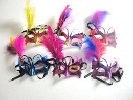 Mask Feathers Canada - Masquerade Masks 14*10cm Feather Butterfly Party Masks 5 colors Carnival Masks Mardi Gras Masks party Masks 10pcs