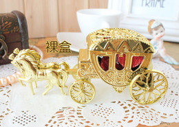 Boda De Los Regalos Baratos-El envío libre Cenicienta Carriage Wedding Favor Boxes Candy Box Casamento Wedding Favors Y Regalos Event Party Supplies