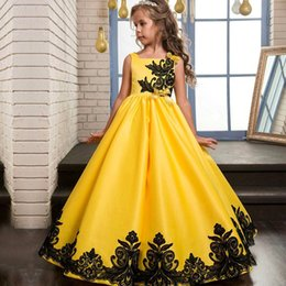 flower girl dresses train embroidery 2019 - 2017 New Designer Cheap Ball Gown Girl's Pageant Dresses Embroidery Satin Ruffles Princess Flower Girl Dresses MC11