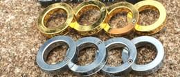 Neuer heißer Gold- oder Silber-Ring Selbstverteidigung-Edelstahl-Ring Ein Ring entfaltet sich in vier Ring-Verteidigungsring im Angebot