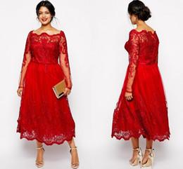 Venta al por mayor de Encaje completo rojo Tallas grandes Vestidos formales Sheer Bateau Manga larga Vestidos de noche Longitud de té Una línea Madre de la novia