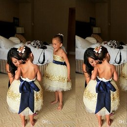 Robes En Or Sans Bretelles Pas Cher-2016 Ivory Flower Girl Robes Strapless Gold Sequins Beaded Navy Blue Bow Ribbon Lovely Little Kids Vêtements formels Filles Robes de fête BO7397