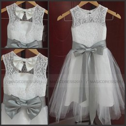 Tulle Jewel Neckline Wedding Dress Canada - Hot Sale Lovely Vintage Lace Flower Girl Dresses A Line Jewel Neckline Tulle Little Girl Formal Wedding Party Gowns Silver Grey Sash and Bow