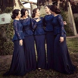 Barato Mangas Da Dama De Honra Da Marinha-Cheap 2017 New Plus Size Bridesmaids Vestidos Bateau Long Sleeves Party Gowns Lace Dark Navy Ruffle Sash Dois Pieces Evening Gown BO8534