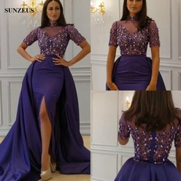 Barato Vestidos De Cetim Roxo De Manga Curta-Bainha Beaded High Neck Manga curta Rhinestones Vestidos de noite Saudi Arab Women Long Purple Vestido formal High Slit Satin Party Gowns