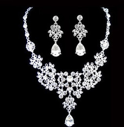 $enCountryForm.capitalKeyWord Canada - Sparkly Bridal Diamante Necklace Earrings Set Wedding Party Prom Fashion Jewelry Necklace+earrings Set For wedding engagements Party prom