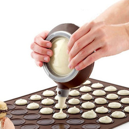 Discount macaron tools - Silicone Macaron Pot With 5 Nozzles Kit Cookie Cream Muffin Dessert Cake Decorating Baking Tools Squeezing Nozzels
