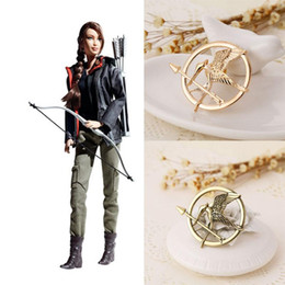 mockingjay bird hunger game UK - 2 colors The Hunger Games Brooches alloy bird Inspired Mockingjay And Arrow Brooch Pins gold Bronze badge movie statement jewelry 170222