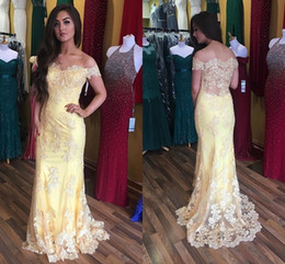 Barato Vestido De Noite Amarelo E Ombro-Elegant Yellow Lace Mermaid Evening Dresses Off Shoulder Cap Sleeves Appliques Tulle See Through Back Prom Dresses Sweep Train