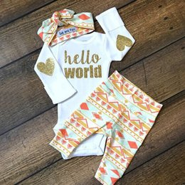 Barato Crianças De Calças Douradas-INS 2017 Baby Boys and Girls Golden 3PCS Rompers Set Infant Toddlers Love Letters Jumpersuit + Pant + Headband Kids Popular Clothing Sets