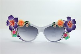 White Rose Pattern Canada - Drop free shipping quality NEW summer purple pattern white frame purple rose flower clay flower UV 400 plastic cat eye sunglasses 14