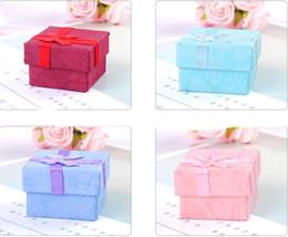Высокое качество хранения ювелирных изделий бумажная коробка Multi цвета кольцо серьги упаковка подарочная коробка для ювелирных изделий 4*4*3 cm 120pcs / lot