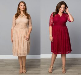 $enCountryForm.capitalKeyWord Canada - 2019 Fashion Plus Size Lace Evening Gowns Tea Length V-Neck Cocktail Party Bridesmaid With Sheer Sleeves Mother Dresses Special Occasion