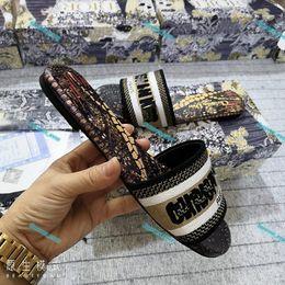 Wholesale Flat Slippers sneaker beach luxe Design Leather Ladies Sandals Summer woman Cartoon Big head Slipper Rainbow letters flip flop Large size