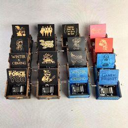 Venta al por mayor de Creative Classic Decor Caja de música de madera Todo tipo Imágenes Ingraved Mano Shaking Motivated Harry Poters Adornos Música Boxs Soporte personalizado