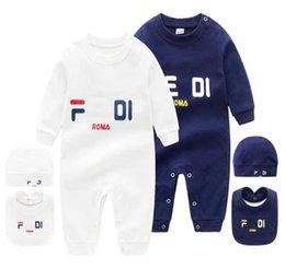 2021 baby 3 stks set hat bib jumpsuit kinderen ontwerper rompertjes meisjes jongens merk brief pasgeboren baby kleding peuter