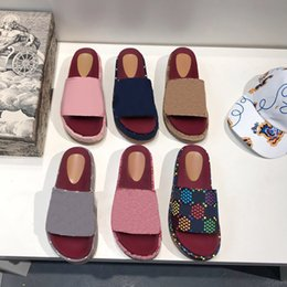 ingrosso tessuto di stampa sulla spiaggia-Designer di alta qualità Donne Pantofole Alfabeto Lady Sandali Piattaforma Sandali All aperto Partito Casual Sandalo Summer Beach Slipper Scarpe colorate con scatola