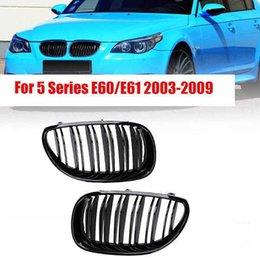 Venta al por mayor de Parrilla Ridney Ridney Carry Racing Grill para BMW E60 E61 5 Series M5 520i 535i 550i 2004-2010 Línea dual Doble Slat Auto Styling