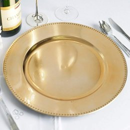 Großhandel Gerichte Platten 12 stücke Gold Kunststoff Perlen Ladegerät 13 Zoll Runde Hochzeit Party Dekokosten Abendessen Ladegeräte Tischtisch Dekor