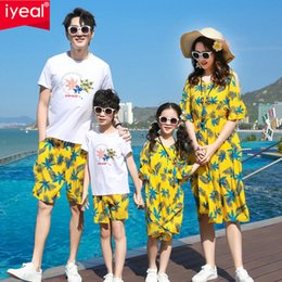Discount matching couple outfit Family Matching Outfits Summer Cotton T shirt Parent-Child Matching Clothes Family look Mother-Daughter Dress Couple Clothes 210418