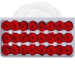 24 pcs Preservado flores Rose Immortal Rose Dia Mães Dia DIY DIY Vida eterna Material de flor Presente por atacado flor seca / caixa 1365 v2 em Promoção