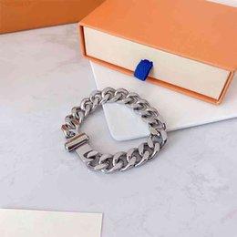 Hommes et femmes Bracelet Colliers Bijoux Pendentifs Haute Qualité Bouton magnétique En acier inoxydable Titanium Diamant Collier de mode Plusieurs styles avec boîte en Solde