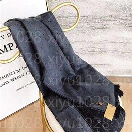 Wholesale 180*70CM Scarves Brand womens coloured thread shawls Fashion tourism soft Designer luxury gift long printing cashmere Scarf Black