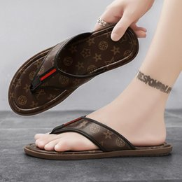 Luxury Classics leather pattern Designer sandals slippers men's summer trend fashion flip flops outer wear beach shoes home bathroom no