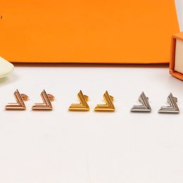 Wholesale High quality New Arrival Extravagant jewelry men studs Classic design earrings Stainless Steel silver flower elagant women stud earrings Wholesale