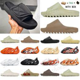 2021 Foam Runner Kanye West Clog Sandal Triple Black Slide Slipper Women Mens Tainers bone 450 Designer Beach Sandals Slip-on Shoes #988 on Sale
