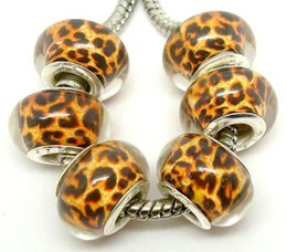 Wholesale 100pcs lot Fashion Round Leopard Silver Core Big Hole Resin Charms For Jewelry Making Loose DIY Beads fit European Bracelet Necklace