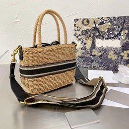 Wholesale Classic trend fashion retro bag woven basket shopping holiday