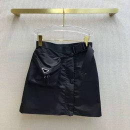 Ingrosso Pantaloncini da donna Gonne con Bgas Budge Zippers per Lady Belts Design Pantaloni corti pantaloni Slim Style Belt Belt Regola Gonna