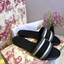 Toptan satış 2021 Paris Kadınlar Lüks Tasarımcılar Sandalet Terlik Moda Yaz Kızlar Plaj Bayan Sandal Slaytlar Flip Flop Loafer'lar Seksi Işlemeli Ayakkabı Ile Büyük