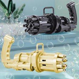 Venta al por mayor de Niños novedad juegos automáticos gatling burbuja pistola juguetes verano jabón de agua burbujas de agua Máquina 2 en 1 eléctrico para niños juguete de regalo