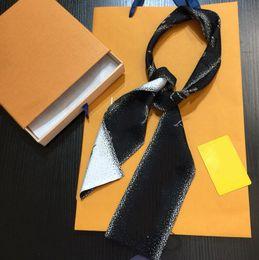 Vente en gros Feuilles de créateurs de mode pour femmes Square Foulards Col Foulards Bandeau Bandeau Super Soft Top Silk Rubans Bandes de cheveux 120 * 8cm 8 Styles de haute qualité