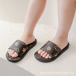 2021 Summer Girls' Slippers Grid Printed Sandals Fashion Kids Antiskid Outdoor Beach Home Shoes Children's Flat-soled Shoe gG57ZB8A on Sale