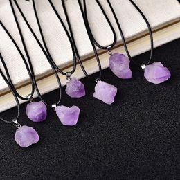 Commercio all'ingrosso naturale ametista ciondolo cristalli crudi reiki guarigione pietra roccia fascino minerale per uomini donne gioielli GI JLLSOM 976 Q2 in Offerta