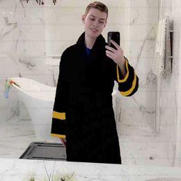 Hot CLASSIC Men's Home Robes Unisex Sleepwear Italy Luxurys Designers Women Bathrobe High Quality Nightgown Fashion Pajams Sleep Tops Black