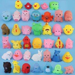 Опт Смешанные животные плавательные воды игрушки красочные мягкие плавающие резиновые утки скидка звук скрипучая купальника игрушка для детских ванн игрушки