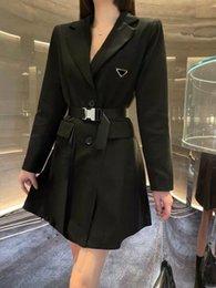Vrouwen jurk lange rok riem fit rokken voor lente zomer uitloper casual stijl met budge brief dame slanke jurken jas shirt wollen gebreide geplooide knop tops