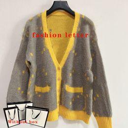Womens Trui Cardigan Knits Tees Tops Mode Klassieke Letter Pocket V-hals Stylist Tee Casual Dames Kleding Sweaters 5 Stijlen Grootte S-L